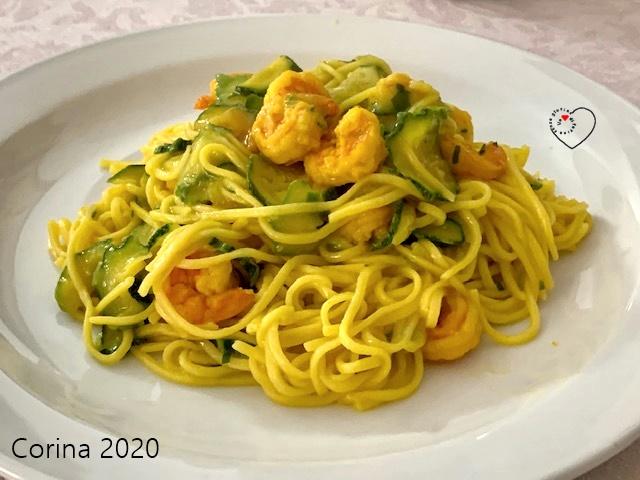 Spaghetti quadrati con zucchine, gamberetti e zafferano